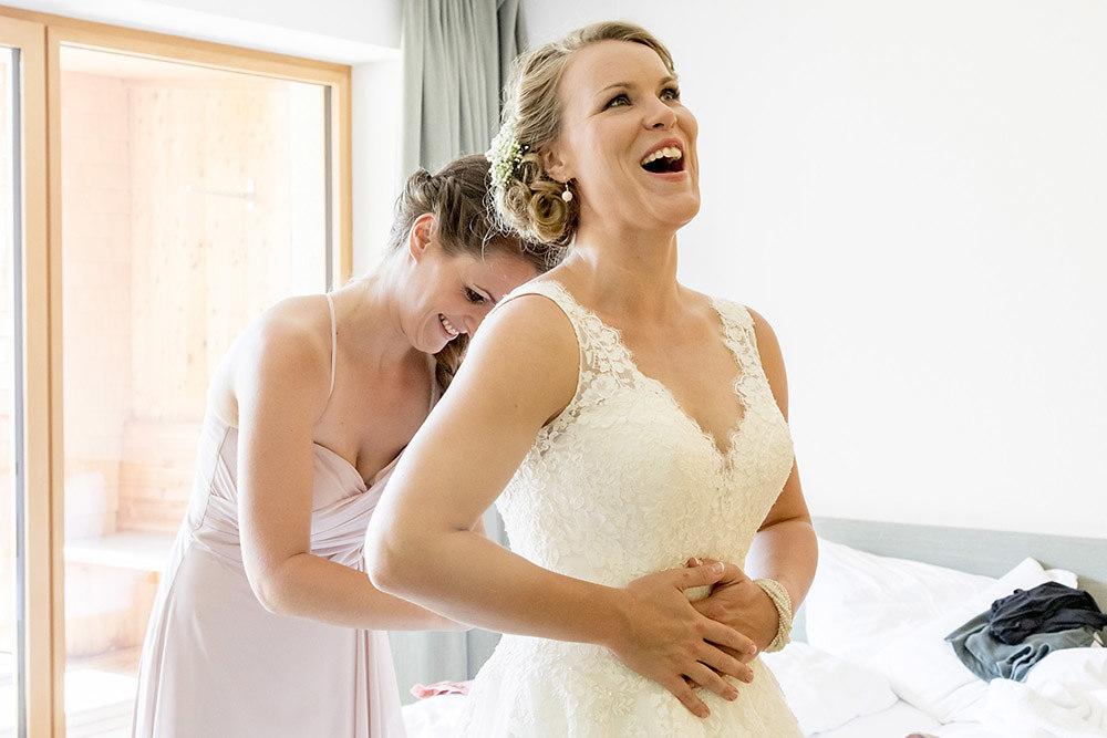 Bei dem Hochzeitskleid bleibt einem die Luft weg