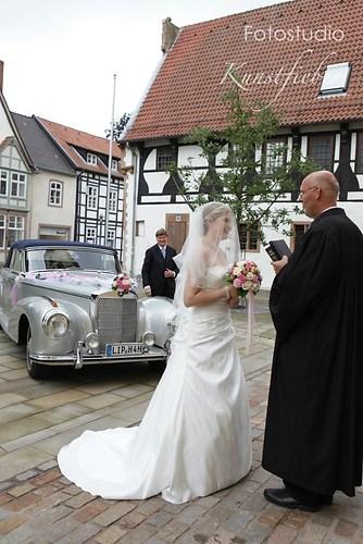 Braut mit Pfarrer
