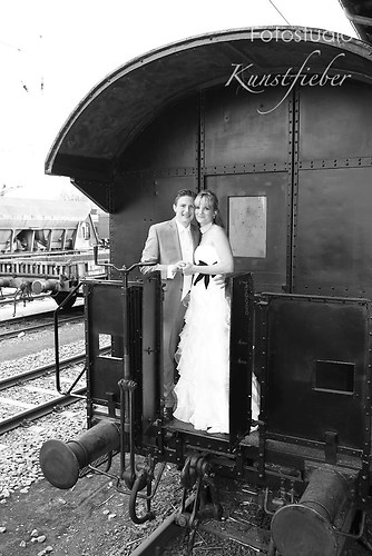 Brautpaar auf alter Lock