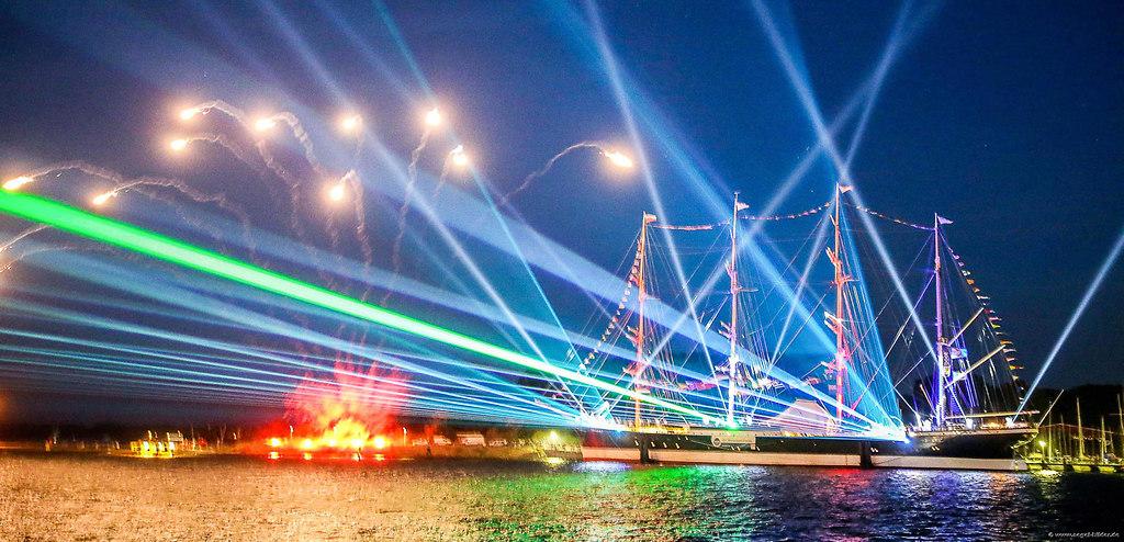 Laser - Pyroshow - Passat (73_Startseite) | Laser - Pyroshow - Passat   Mit dem Herunterladen des Bildes akzeptieren Sie folgende... | Boot, Regatta, Segeln, Segelsport, Wettfahrt