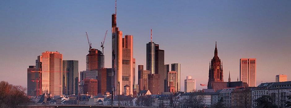 | Frühmorgens von der Flößerbrücke fotografiert | FFM, Skyline, Frankfurt am Main