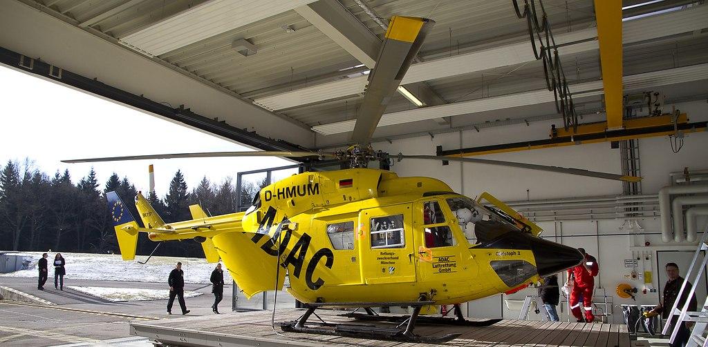Tag der Flugrettung - Besuch beim Helikopter Standort München H (_MG_3986schmal) | ADAC Flugrettung Pressekonferenz, im Rahmen des heutigen Tages derLuftrettung, stellte der ADAC... | ADAC, Christopher 1, Flugplatz, Flugrettung, Harlaching, Helikopter, Hubschrauber, Landeplatz, München, Rettung, Rettungshubschrauber, Rettungsstaffel, retten