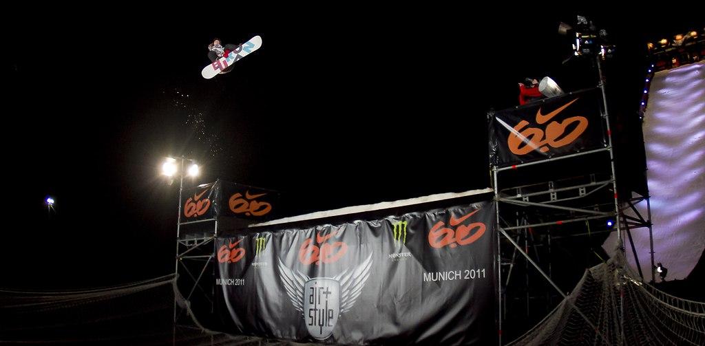 _MG_2710schmal | Peetu Piorinen (Fin) gewinnt vor 16000 begeisterten Fans  während dem Nike  Air&Style Snowboard... | Air&Style, Big Air, Jump, Sprung, springen, Wintersport, Sport, snowboard, event, Veranstaltung, Olympiastadion, München, munich, Rampe, Schanze, kicker