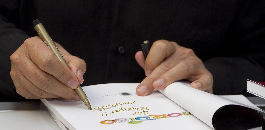 Mordillo - ein Touch von Frabe und Fröhlichkeit in einer Welt o (_MG_6266signing) | Porraits Mordillo, 4 mal 20 Jahre jung, ist das Motto der Sonderausstellung von Mordillo in der... | Ausstellung, Event, Galerie, Heye, Mordillo, Veranstaltung, Verlag