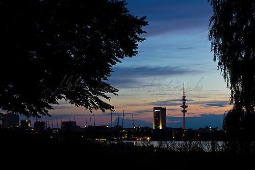 Hamburg - Außenalster mit Fernsehturm