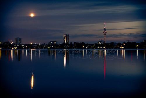 Hamburg Skyline bei Nacht