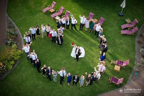Gruppenfoto einer Hochzeitsgesellschaft in Traben-Trarbach