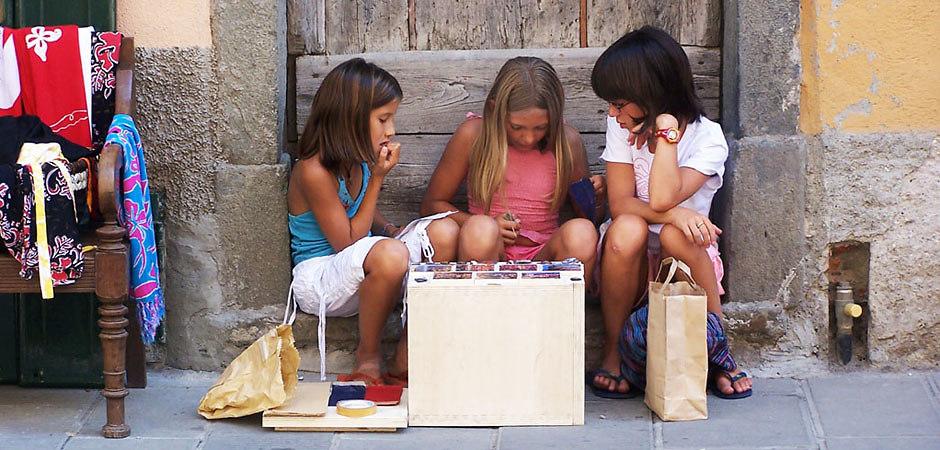 Three Girls (Cinque Terre, 2007) #7255