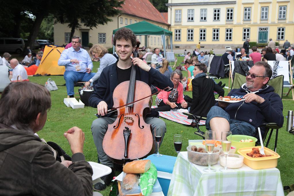 Musikfest Emkendorf (fotonick-AN-6189) | Jonas Palm, VioloncelloYukie Takai, Klavier-Foto Axel Nickolaus | fotonick Kiel, nick Kiel