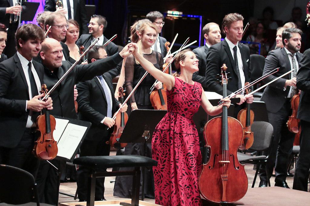 Sol Gabetta (fotonick-AN-8310) | Sol Gabetta VioloncelloGstaad Festival OrchestraJaap van Zweden Dirigent-Foto Axel Nickolaus | fotonick Kiel