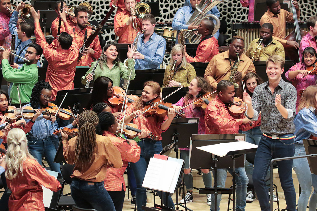 100 Jahre Mandela (fotonick--1411) | Rainbow Beats – Suite for 100 Years Nelson Mandela-singen und tanzen mit dem Publikum-MIAGI... | fotonick Kiel