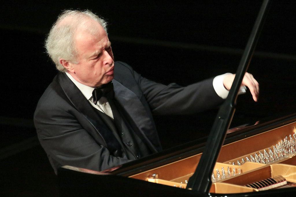 Sir András Schiff (fotonick--2121) | Sir András Schiff  Klavier-Foto Axel Nickolaus | fotonick Kiel