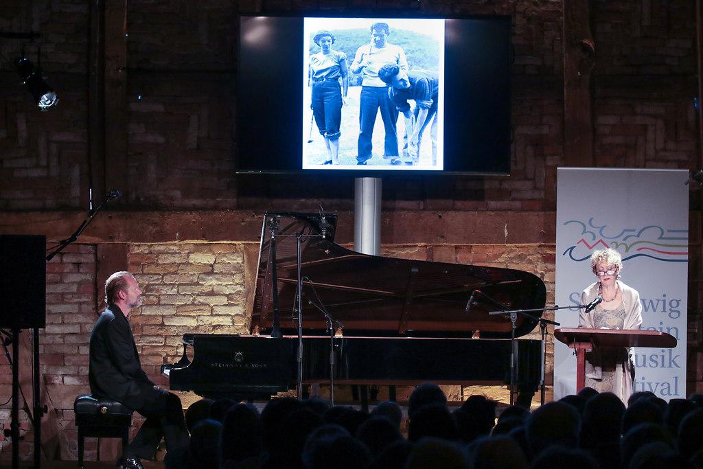 Jamie Bernstein  (fotonick--2904) | Jamie Bernstein Lesung Sebastian Knauer Klavier-Foto Axel Nickolaus | fotonick Kiel