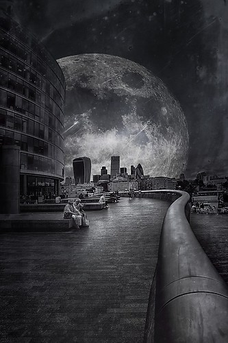 Moon over London-2