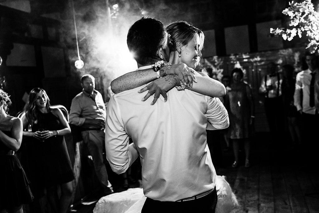 Hochzeitstanz | Der Eröffnungstanz ist imm ein ganz besonderer Moment auf jeder Hochzeit. | Hochzeitsreportage, Hochzeitsfotografie, Destination Wedding, Wedding Photography, First Dance, Eröffnungstanz, Hochzeitstanz
