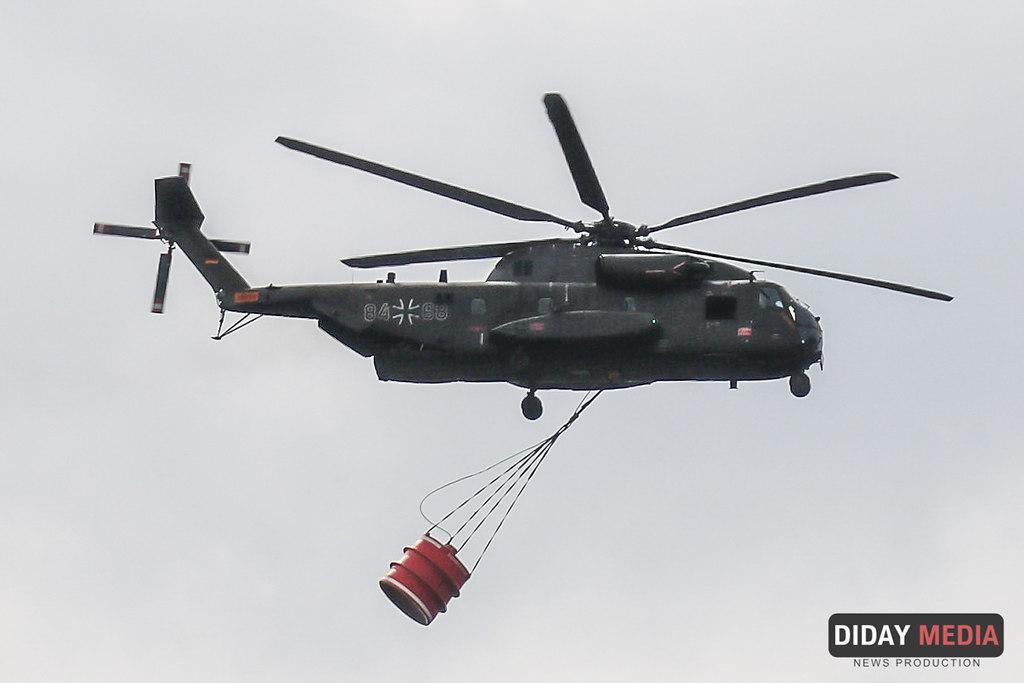Bundeswehr Waldbrand (Bundeswehrhubschrauber beim loeschen-im-Wald-bei Klausdorf (37)) | Bundeswehrhubschrauber im Einsatz Waldbrand Treuenbrietzen