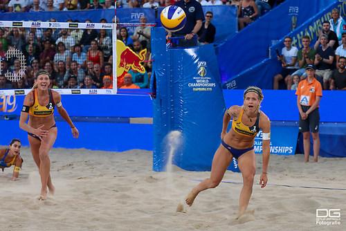 beachvolleyball-wm-2019_carol-mariaantonelli-vs-ludwig_kozuch_foto-detlef-gottwald_K01_300
