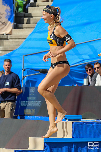 beachvolleyball-wm-2019_ittlinger-laboureur-vs-sponcil-claes_foto-detlef-gottwald_K01_2359