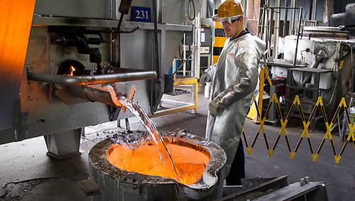 Abfüllen der Aluminium Schmelze