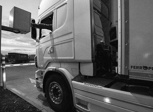 Truck Einfahrt Schranke Autohof