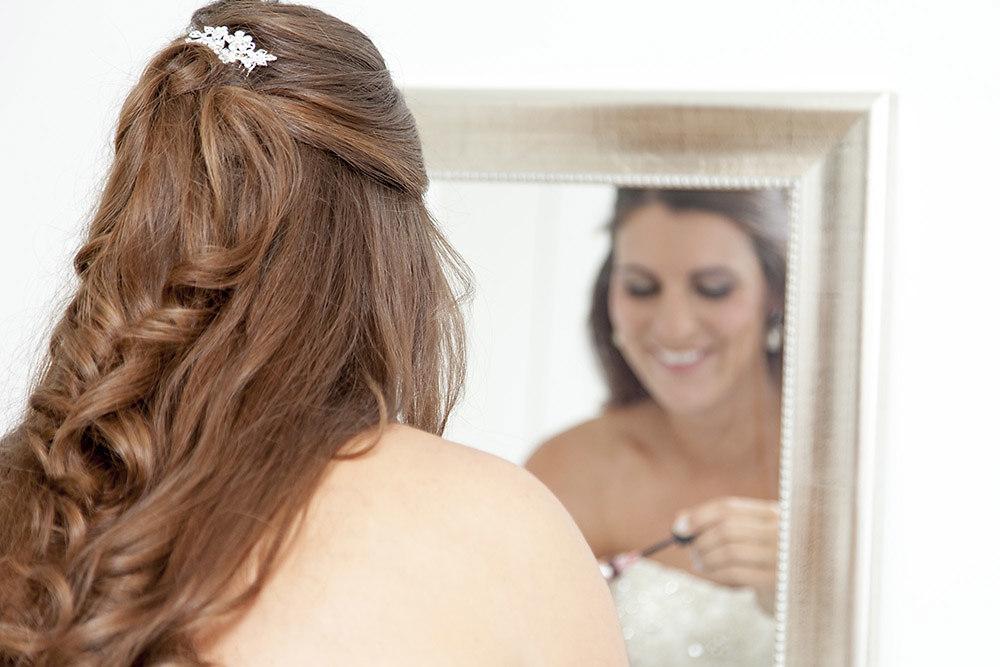 Die Braut beim Styling