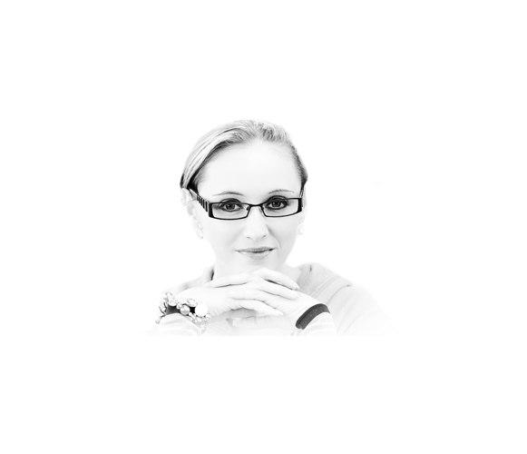 Start_1 | Frauenportrait_14         | Frau, jung, weiblich, 20-30, Gesicht, Augen, Portrait, Brille, brünett, Europäer, Regen, Außenaufnahme, draußen, Baum, Wiese, Freiheit, Freizeit, Frühling, Sommer, aktiv, Vergnügen, vital, flirt, flirten, zufrieden, Zufriedenheit, heiter, Freude, Glücklich, Heiterkeit, rosa, pink, Textfreiraum, Freisteller