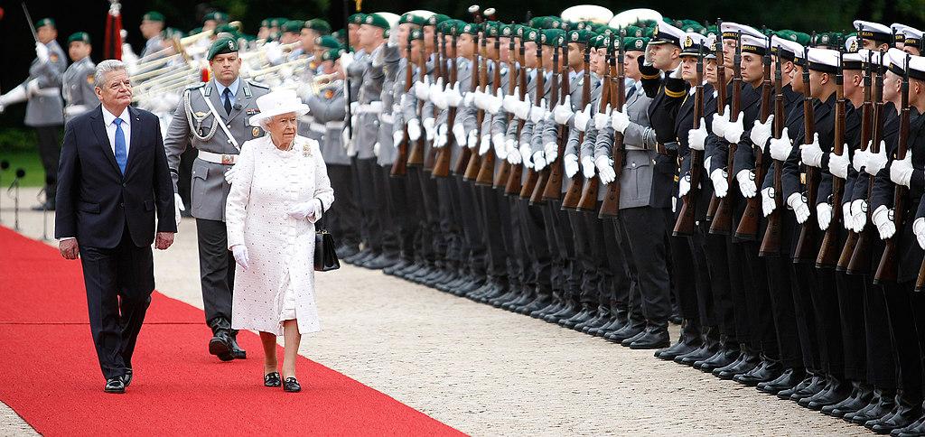 | Berlin , Schloss Bellevue , 24.06.2015, Besuch Ihrer Majestät, Elisabeth II, Königin des... | Königin, Staatsbesuch, Elisabeth II, Bundesregierung