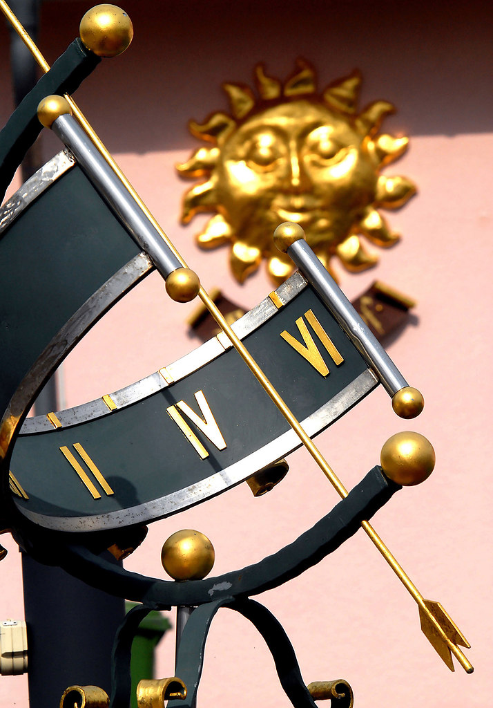 Sundial (Sundial) | Beautuful Sundial standing near by a house with a sun symbol | sundial, close up, sunny, day, golden, sun, time, gold, roman numerals