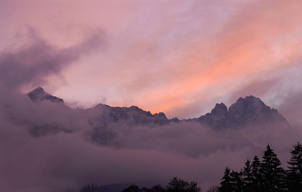 Wettersteingebirge 2007 ABENDROT | Stichwort : *ORT* Idstein*PERSON* ANLAGECOPYRIGHT : PRESSE AGENTUR MALLMANN   AMPBILD : ...
