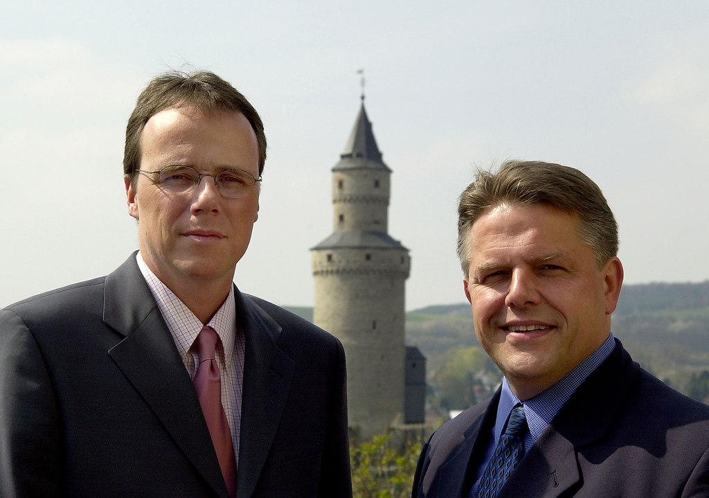Beuth Peter und Klaus-Peter Willsch mit Hexenturm 2002 2 | Stichwort :*ORT* Idstein*PERSON* ANLAGECOPYRIGHT : PRESSE AGENTUR MALLMANN   AMPBILD : AMP ...