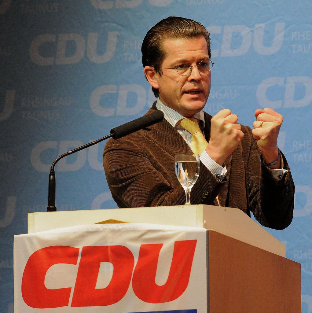 Guttenberg 1 (Guttenberg zu Karl-Theodor IDSTEIN 2010 1) | AZ Wiesbaden Kreis / Karl-Theodor zu Guttenberg in der Idsteiner Stadthalle