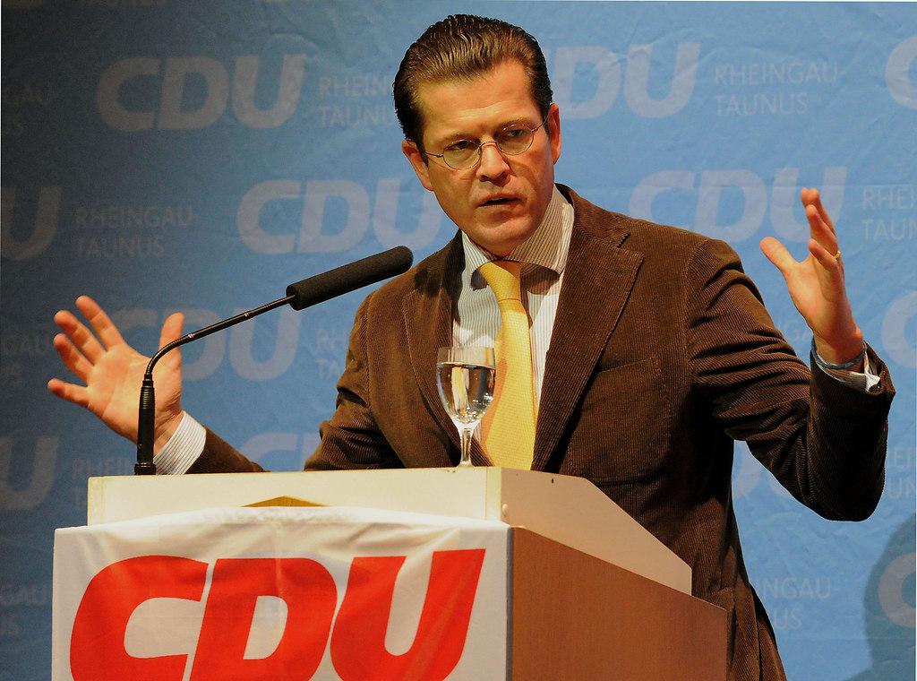 Guttenberg 2 (Guttenberg zu Karl-Theodor IDSTEIN 2010 2) | AZ Wiesbaden Kreis / Karl-Theodor zu Guttenberg in der Idsteiner Stadthalle