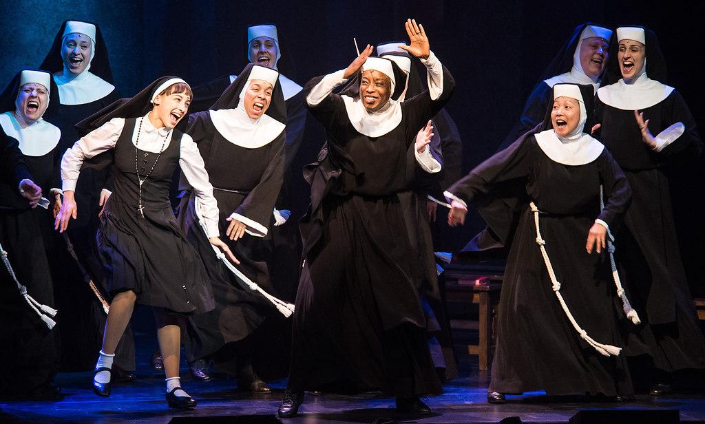 SisterAct 03 (Sister Act RMT 2017 03 Abla Alaoui NOVIZIN MARY ROBERT) | idloka / Sister Act im Niedernhausener Rhein-Main-Theater mit Aisata Blackman als Deloris van...