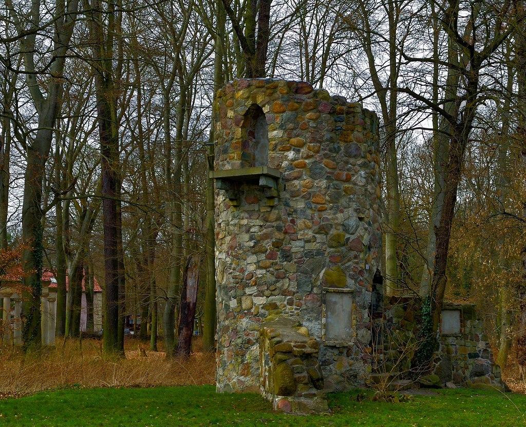 Gutshof Ruine | Alter Turm im Gutspark Kladow | Kladow, Gutspark