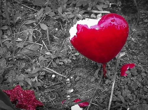 Broken Heart and fallen Stars (heart-original_183897_by-adlerauge64_piqs_de)