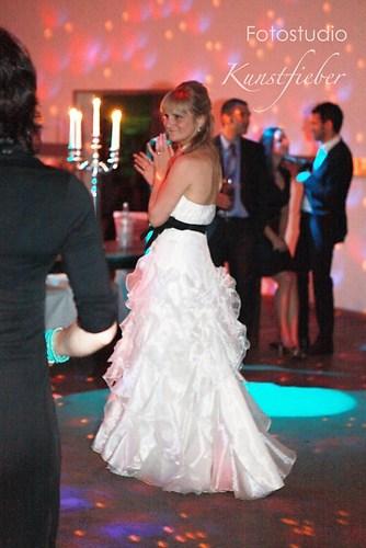 Braut beim Tanzen
