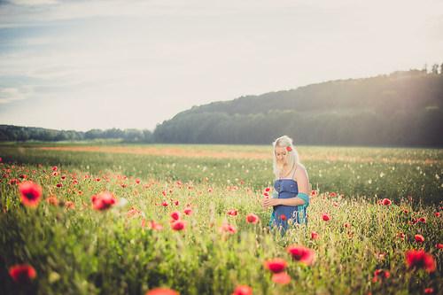 joerg_mattick_neuburg_donau_fotograf_shooting_mohnfeld_sommer_kleid_vicky-1