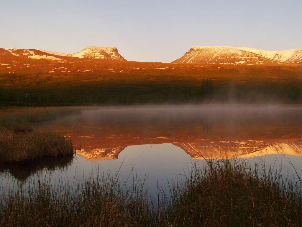 Lappland Porten (SK000002) | Lappland Porten in der Mitternachtssonne, Abisko Nationalpark, Schweden. Ein Naturdokument,... | Abisko