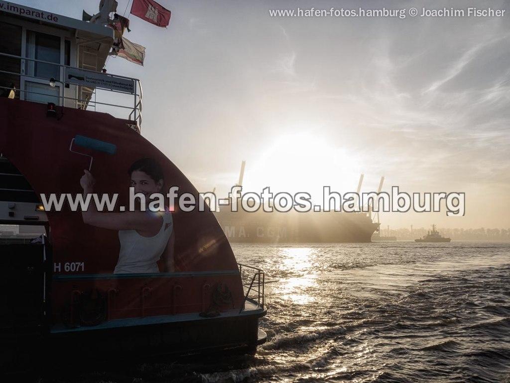 2014-11-25 Hafen im Nebel (web 2014-11-25 nebel sonne 103-Bearbeitet) | Joachim Fischer, www.hafen-fotos.hamburg, Bügeleisen, Deutschland, dust, Elbe, elbfähre, Europa,... | Bügeleisen, Deutschland, Elbe, Europa, Fracht, Fähre, Hamburg, Hamburgensie, Hamburger Hafen, Schiff, Schiffsverkehr, Transport, Verkehr, dust, elbfähre, goldene stunde, nebel, schlechte sicht, sonnenuntergang
