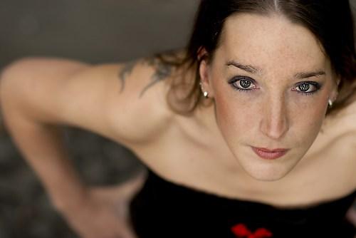 Portrait einer jungen Frau - leuchtende Augen direkter Blick (_MG_1345)