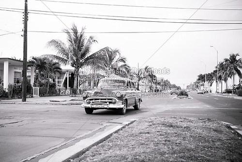Cuba_car_Cienfuegos_blackandwhite_6444-2