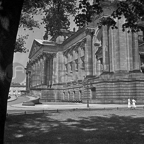 Reichshauptstadt Berlin (UNA_01667039.highres)