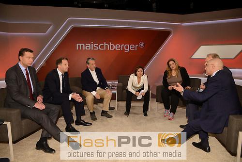 Gruppenbild aller Gaeste und Teilnehmer waehrend der ARD Talksho (DSC_0702)