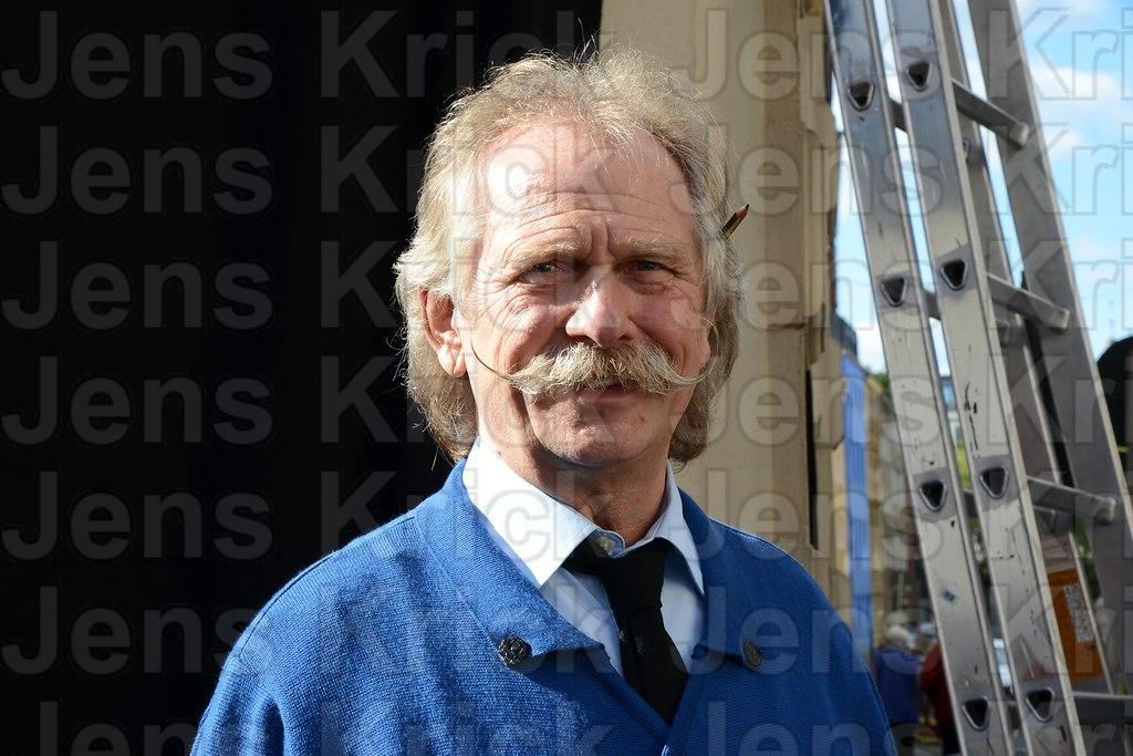 Henning Krautmacher als Koebes in der ARD Serie Rentnercops (DSC_5220) | Henning Krautmacher der Saenger der Band Hoehner als Koebes in der ARD Serie Rentnercops die im...