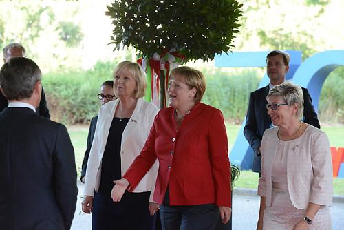 Ankunft der deutschen Bundeskanzlerin Dr. Angela Merkel mit Hann (DSC_4309)