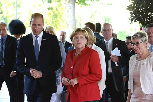 Die deutsche Bundeskanzlerin Dr. Angela Merkel mit Prinz Willam  (DSC_4322)