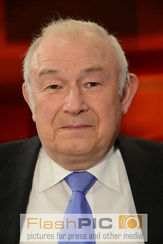 Guenther Beckstein der ehemalige Bayrische Innenminister und Mit (DSC_0404)