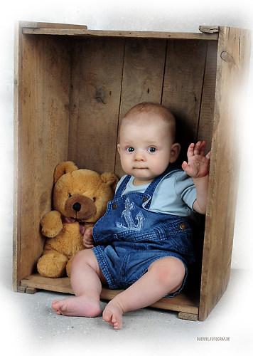 Kind in Kiste