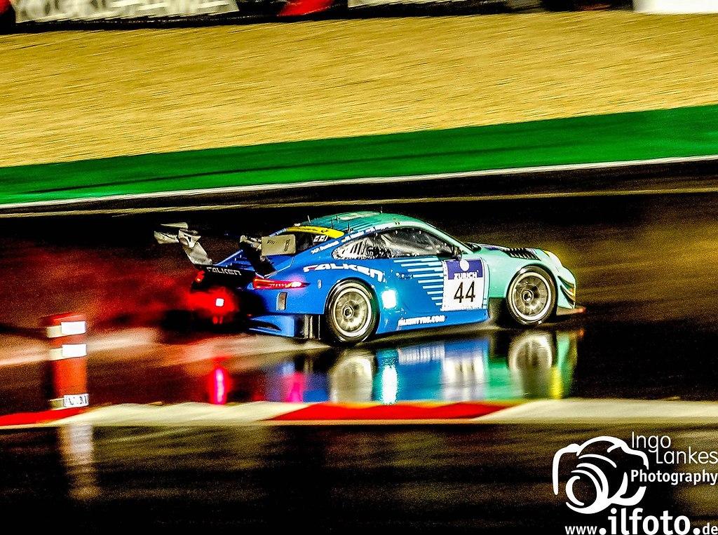 Falken Porsche Nachts Start Ziel_2016