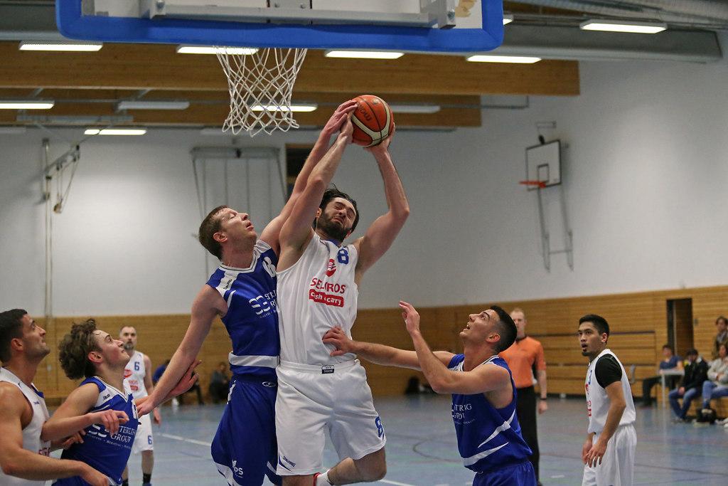 180113xxESOBCN5177 | xxx 13.01.2018, Basketball Landesliga Sued 2017/2018, EOSC Offenbach - BC Neu-Isenburg; v.l. D.... | Basketball Landesliga Sued 2017/2018, EOSC Offenbach - BC Neu-Isenburg